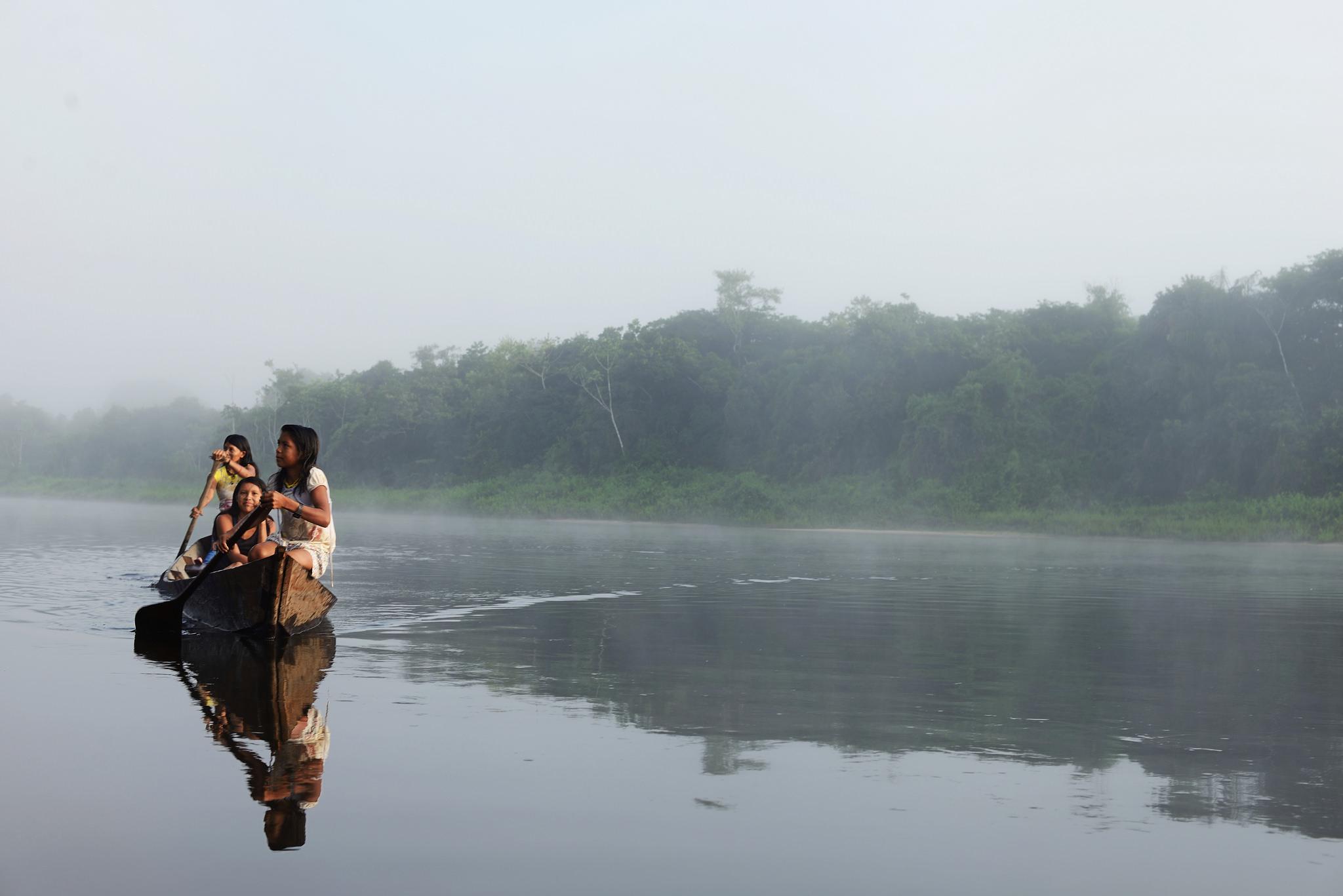 """""""A gente vê no rio o peixe passando morto"""", diz Iandra Waro Munduruku"""