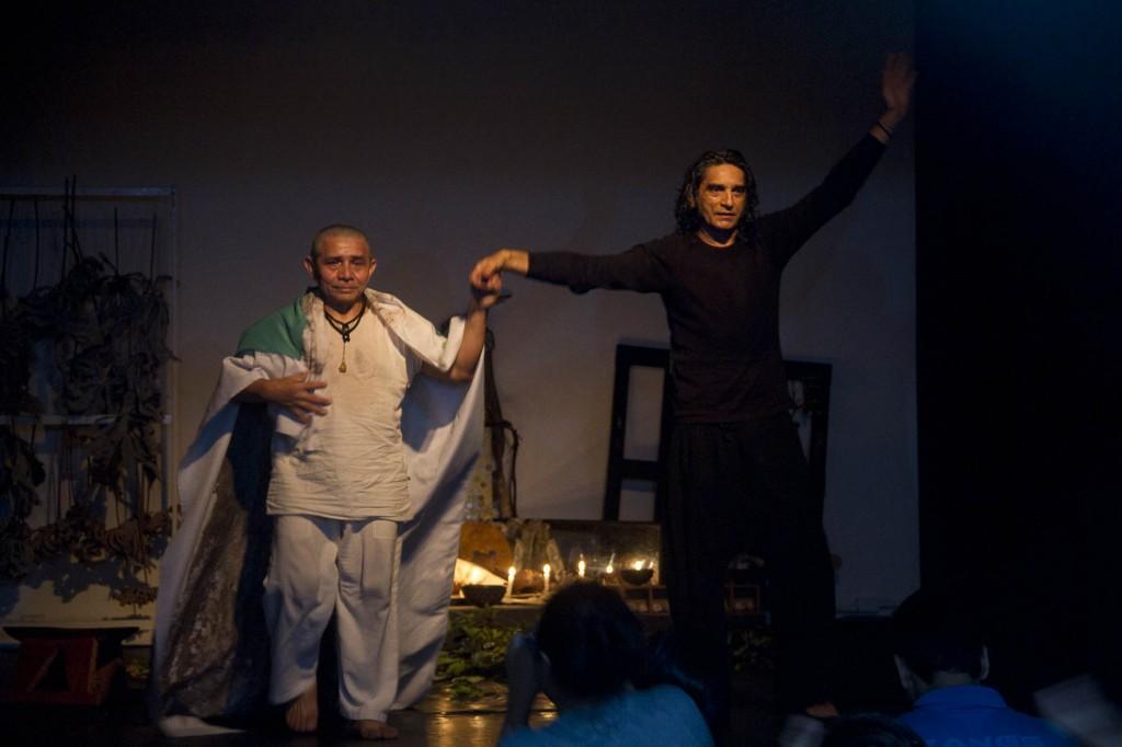 Espetáculo Óbvio Voraz com James Araújo e Otoni Mesquita  no Caua até setembro. (Foto Alberto César Araújo/AmReal)