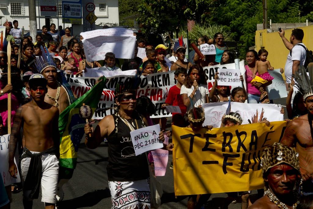 Indígenas fazem protesto em Manaus, no dia do Ocupa Funai (Foto: Alberto César Araújo/AmReal)