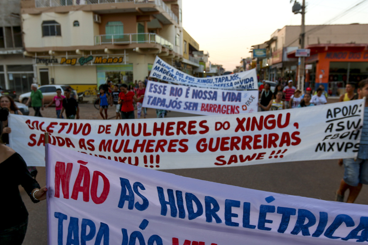 Manifestação da Caravana em Defesa do Rio Tapajós, em Itaituba (PA). Foto: Ana Mendes/Amazônia Real