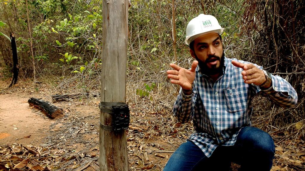 Pesquisador Rogério Libério explica o monitoramento das antas (Foto: Fábio Pontes/Amazônia Real)