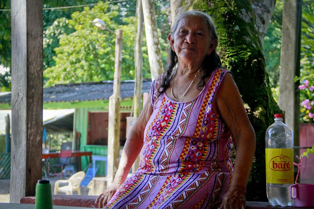 Dona Diva Matins, 74 anos, a tradição do Tupé. (Foto: Alberto César Araújo/Amazônia Real)
