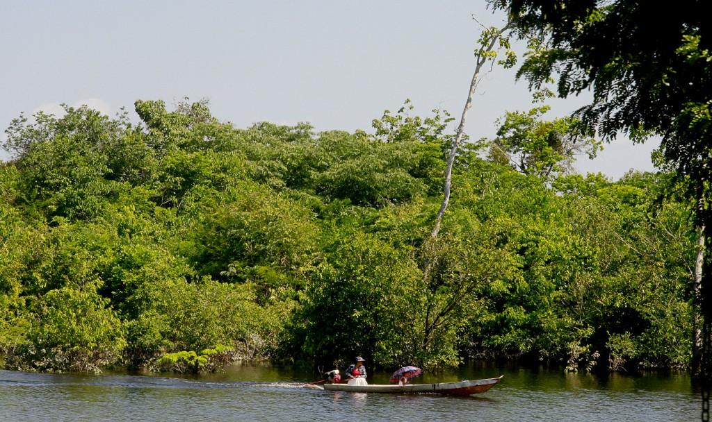 A pesca é o meio de subsistência da população. (Foto: Alberto César Araújo/Amazônia Real)