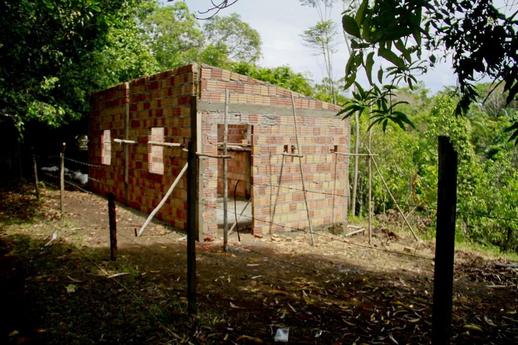Construção de casa na comunidade do Livramento. (Foto: Alberto César Araújo/Amazônia Real)