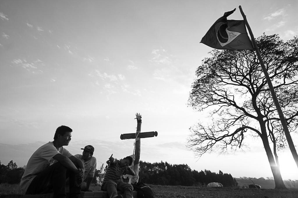 Túmulo de Clodiodi Aquiles de Souza morto no dia 14 de junho de 2016 (Foto: Ana Mendes/Amazônia Real)
