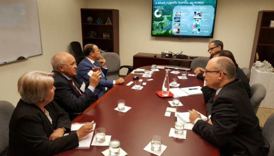 Reunião do governador José Melo com diretores do BID. (Foto: José Luis Lupo/Semcom)