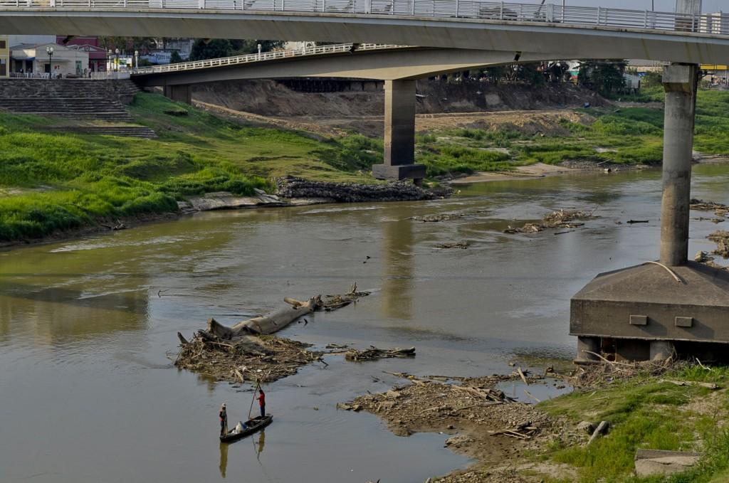 De uma margem a outro o rio Acre está em seu nível mais baixo em 45 anos (Foto: Odair Leal/Amazônia Real)