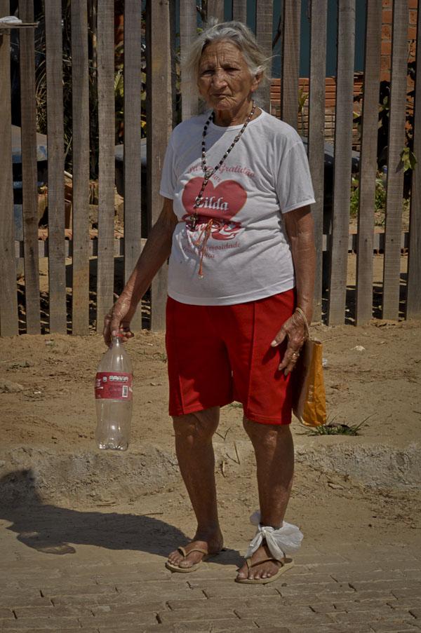 Zilda de Souza, 84 anos, moradora do bairro Residencial Praia do Amapá (Foto Odair Leal Amazônia Real)