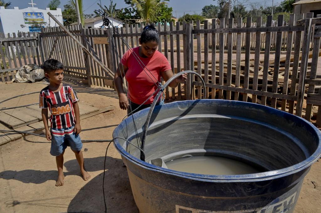 Sebastiana Rodrigues está sem água em casa (Foto: Odair Leal/Amazônia Real)