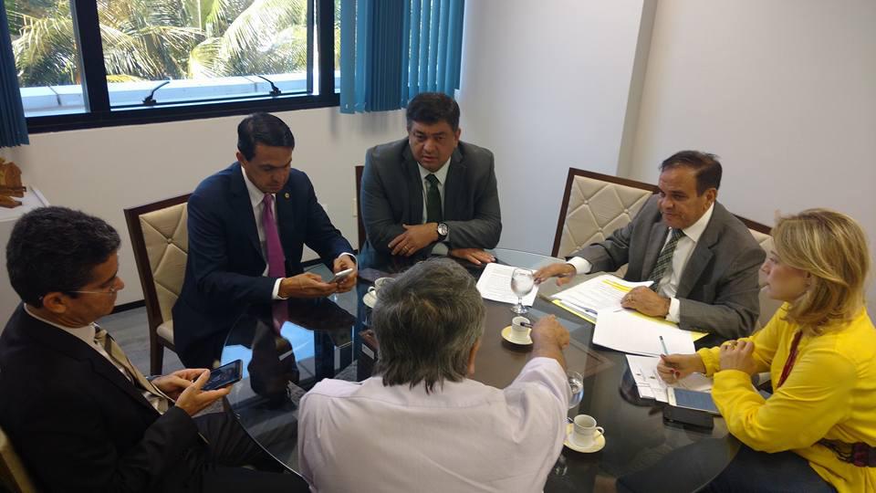 Reunião realizada nesta quinta entre deputados, antes da notícia da revogação da lei.