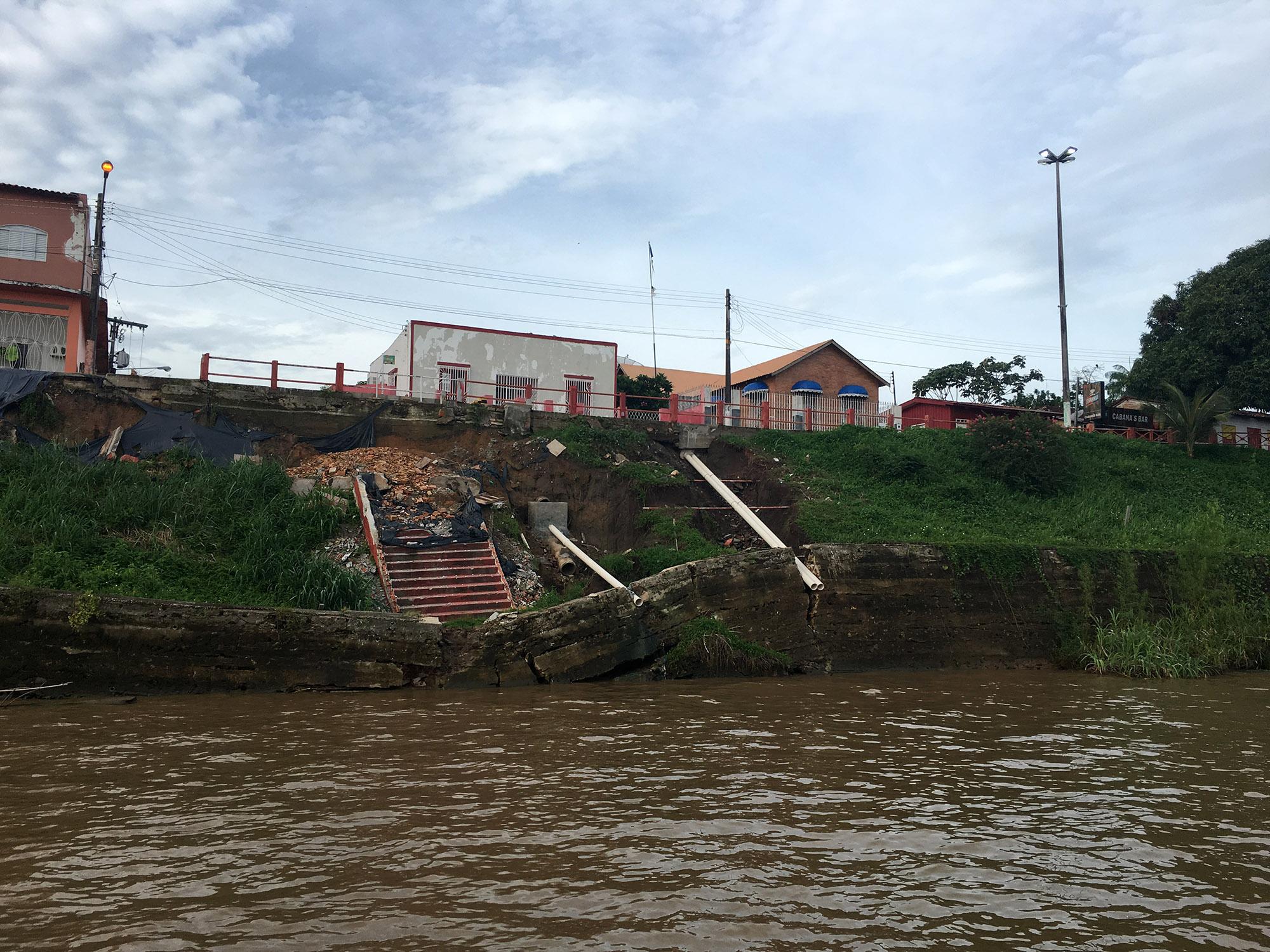 Escadaria próximo ao Cabanas afetadas pelo fenômeno Terras caídas (Foto:  Marcelo Barrios)