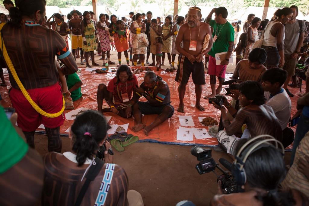 Participantes da Feira de de Sementes, na Ti Kayapó. (Foto/Simone Giovine/Associação Floresta Protegida)