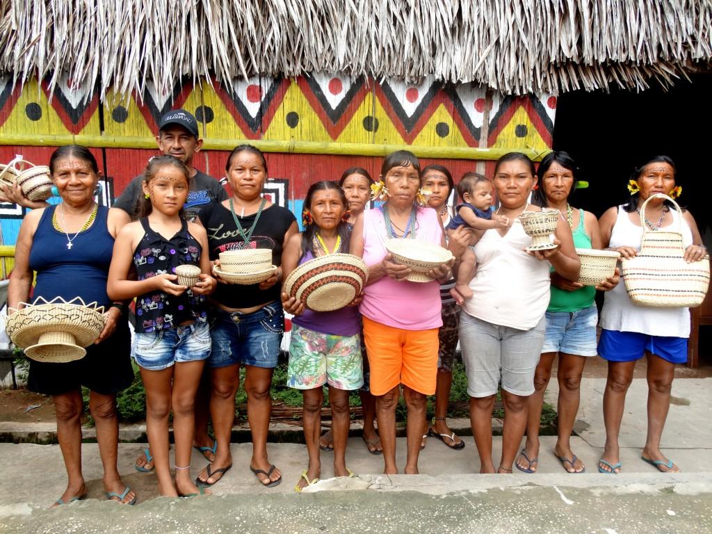 Mulheres artesãs do Rio Negro (Foto: Francineia Fontes/Foirn)