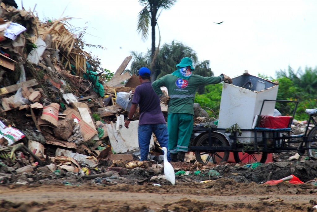 Lixo em Parintins (Foto: Igor Souza/Nepaa-Ufam)