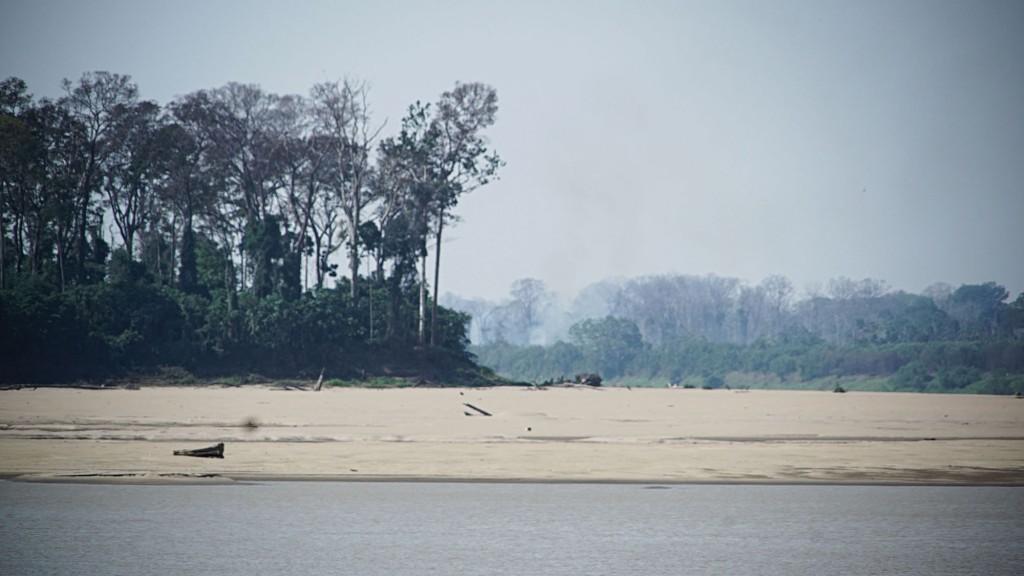 Praia surgida na seca do rio Madeira (Foto: Marcela Bonfim/Amazônia Real)