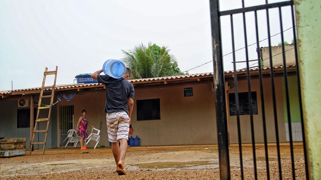População comprou água para o abastecimento em casa (Foto: Marcela Bonfim/Amazônia Real)