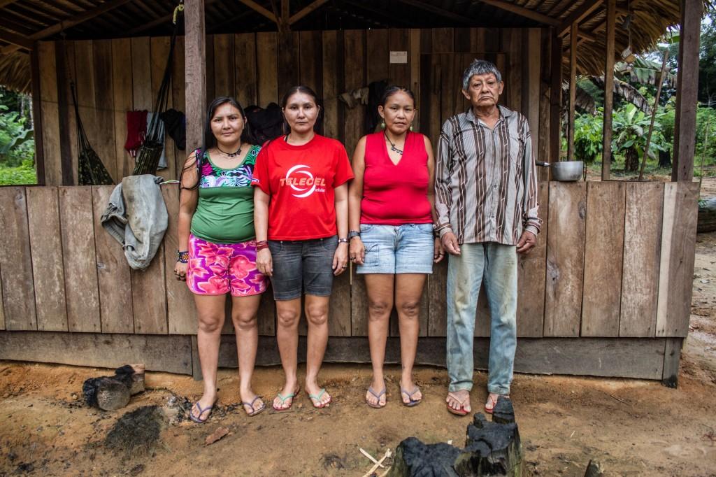 Os últimos Juma: Mandeí, Maitá, Borehá e o pai Aruká (Foto: Gabriel Uchida/Amazônia Real)