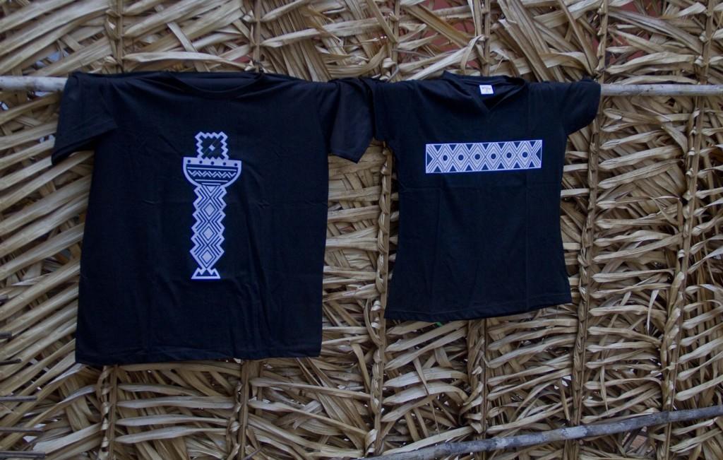 Camisas com desenhos do povo Tukano, do Alto Rio Negro (Foto: Alberto César Araújo/Amazônia Real)