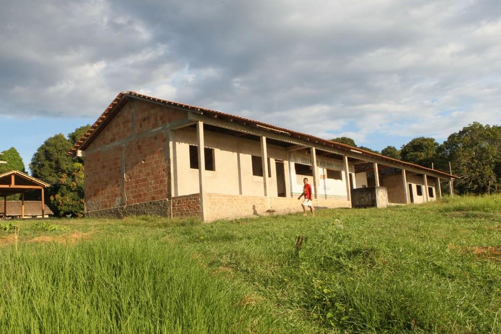 Escola com obra inacabada da aldeia Castanhal (Foto: Danilo Melo/FotoAmazonas)