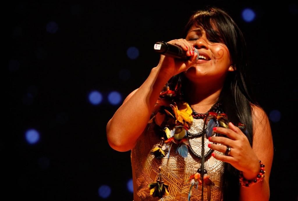 A cantora indígena Djuena Tikuna, do Amazonas (Foto: Diego Janatã/Divulgação)