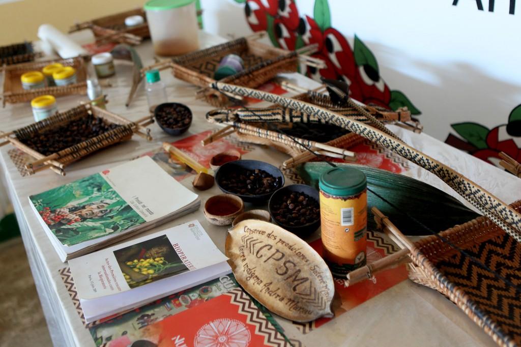 Produtos do Consórcio Guaraná, do Conselho Geral da Tribo Satere-Mawé (Foto: Danilo Mello/FotoAmazonas)