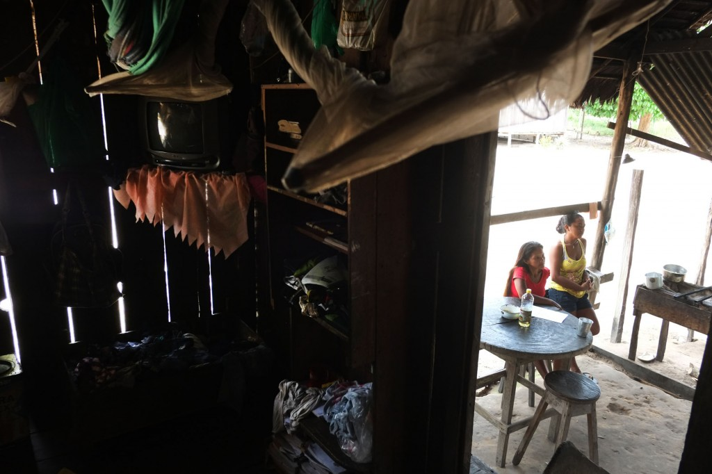 Moradia da aldeia Ponta Alegre, na Ti Andirá Marau (Foto: Danilo Mello/FotoAmazonas)
