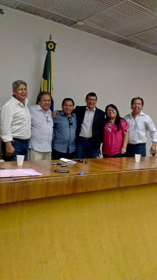 General Franklimberg com lideranças indígenas na Câmara dos Deputados (Foto: Rede de Ação Indígena/Reprodução Facebook)