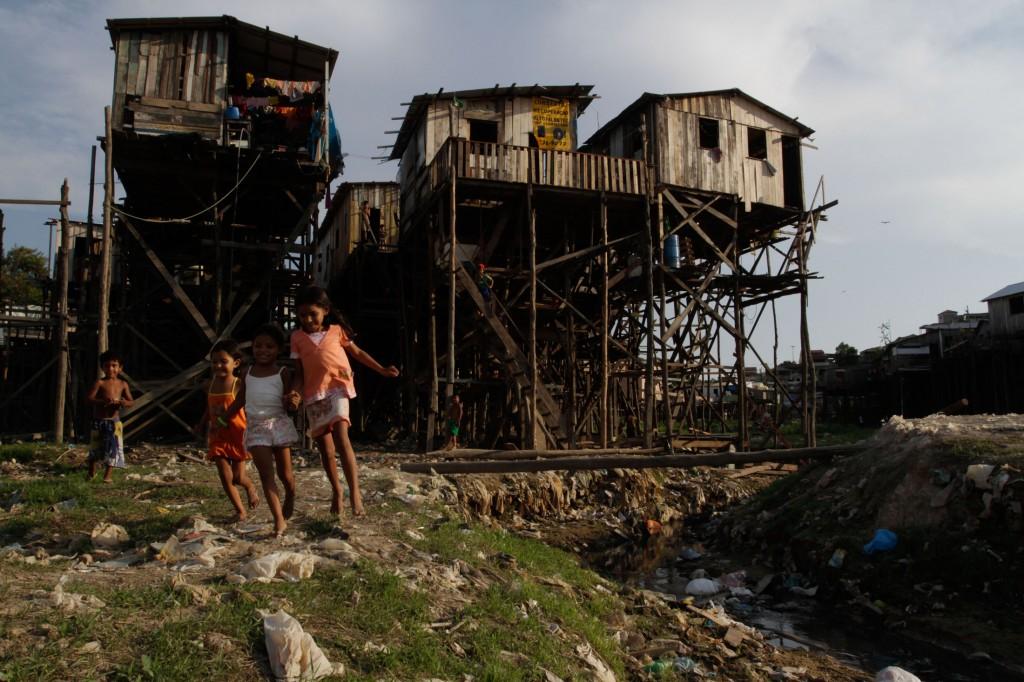 A seca no bairro do Educandos em Manaus (Foto: Alberto César Araújo/Amazônia Real/2011)