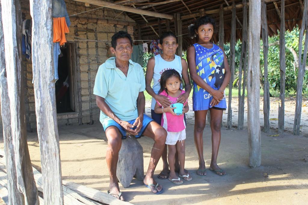 Indígenas Sateré-Mawé da aldeia Simão (Foto: Danilo Melo/FotoAmazonas)