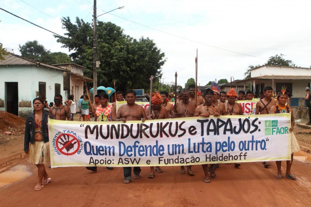 Protesto contra as hidrelétricas da bacia do Tapajós (Foto: Eliza Capai/Greenpeace)