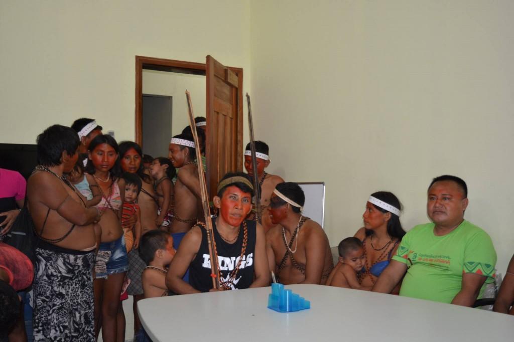 Índios ocupam sede do Dsei em Atalaia do Norte. (Foto: Shapu Matís)