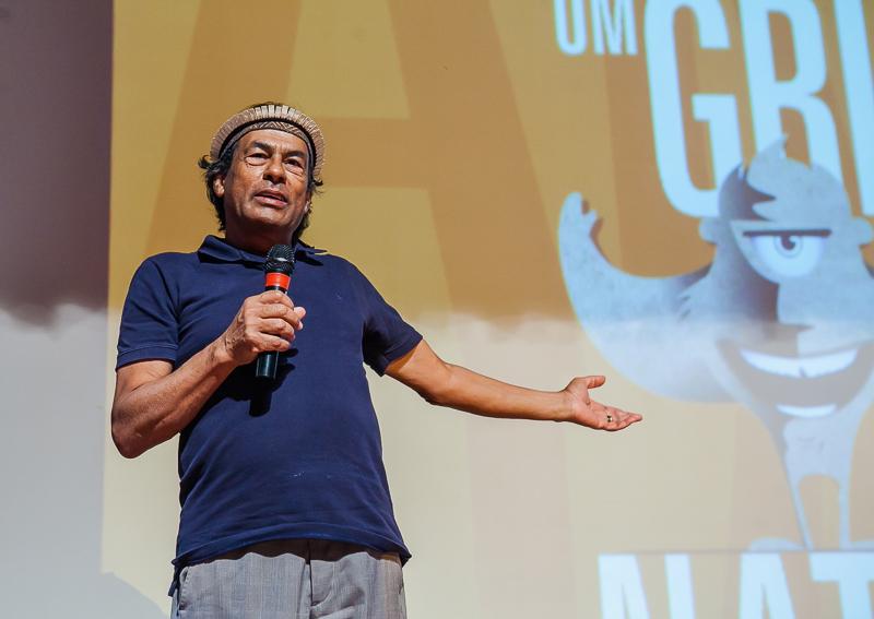 Ailton Krenak recebeu o troféu Mapinguari em Porto Velho no Cineamazônia (Foto Beethoven Delano/CineAmazônia)