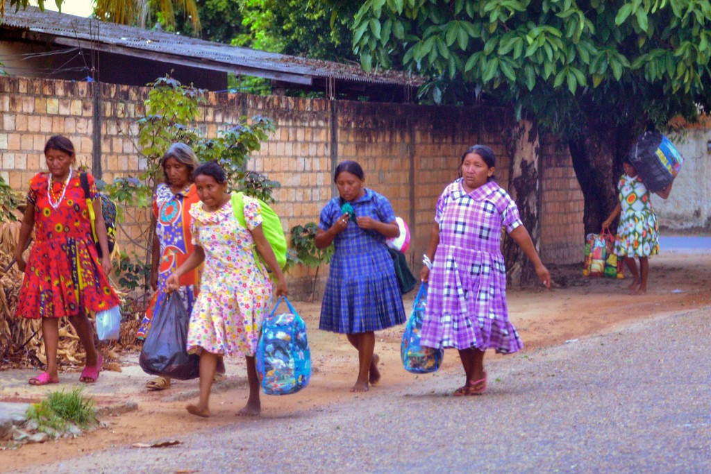 Mulheres indígenas da etnia Warao migram para Roraima (Foto: Marcelo Mora/Amazônia Real)