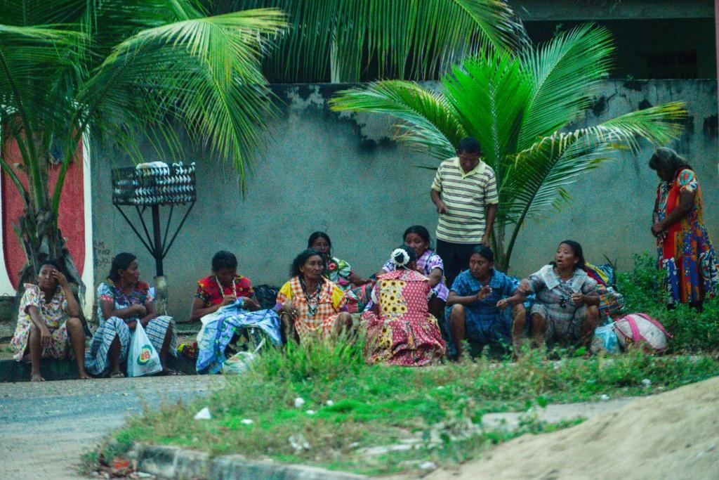 Na Feira do Passarão os Warao encontraram abrigo (Foto: Marcelo Mora/Amazônia Real)