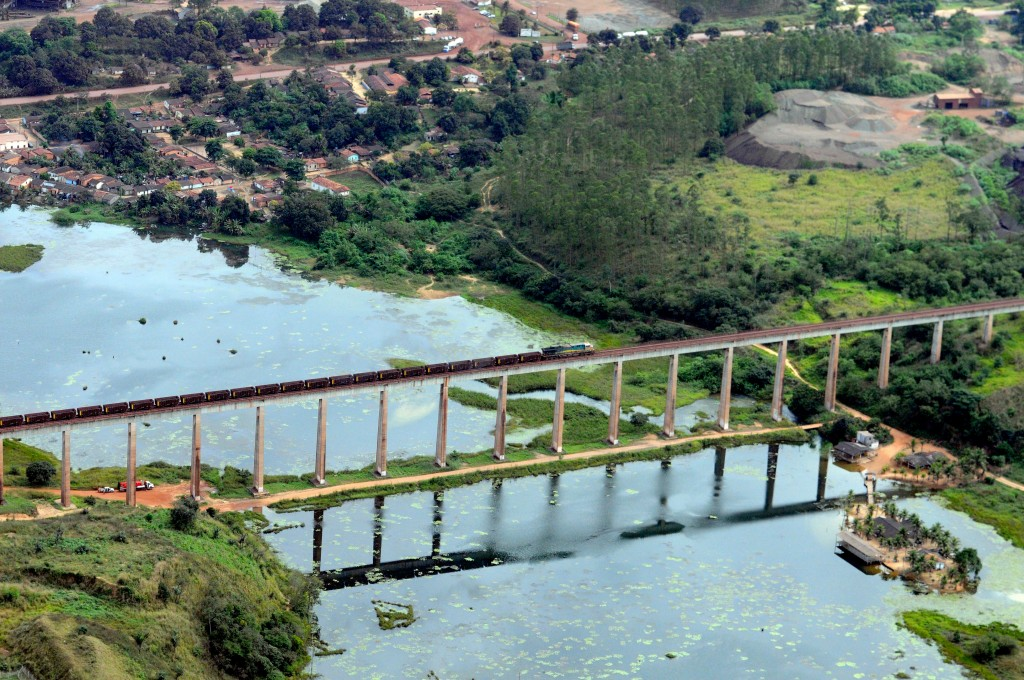 Estrada de Ferro de Carajá em Açailândia (Foto: Ismar Ingber/Greenpeace Tyba)