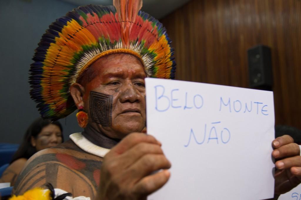 Os índios do Xingu fizeram protesto contra a construção da Usina Hidrelétrica de Belo Monte,  no Rio Xingu (Foto: Marcello Casal Jr/Agência Brasil)