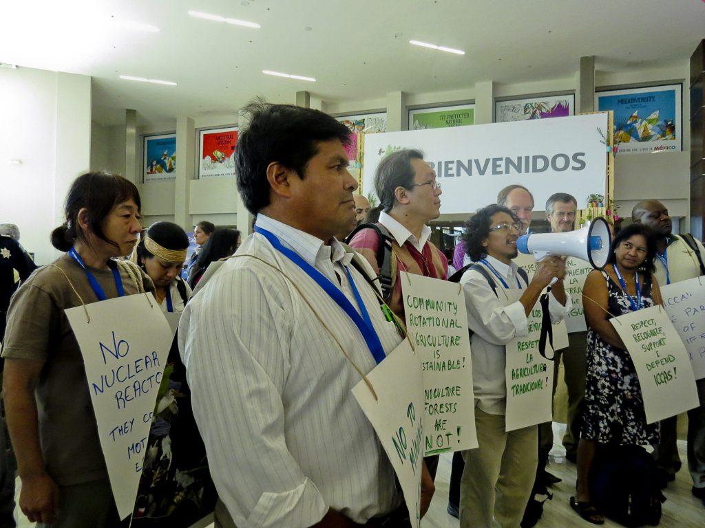 Indígenas protestam durante a COP13, em Cancún, México (Foto: Elaíze Farias)
