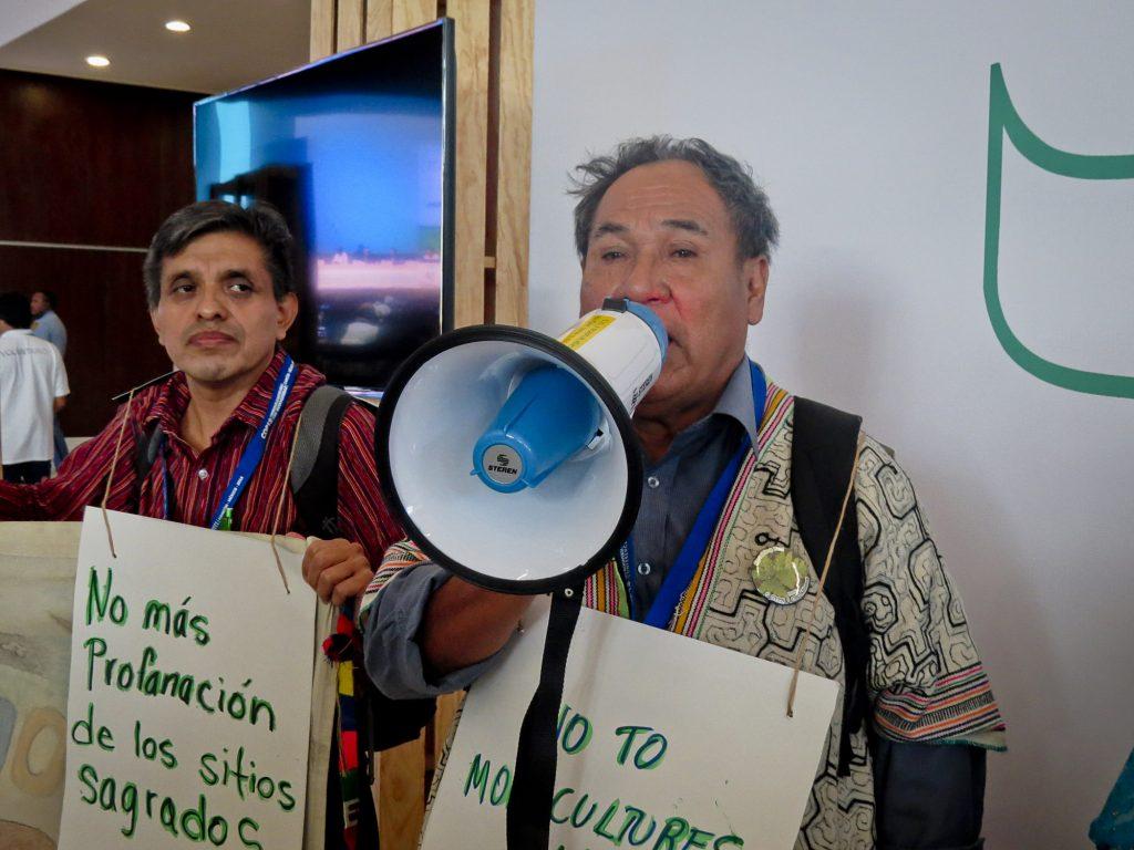 """O indígena Juan Chaves Muñoz, liderança do povo Shipipo, do Peru. """"Nosso conhecimento é uma ciência"""" (Foto: Elaíze Farias/Amazônia Real)"""