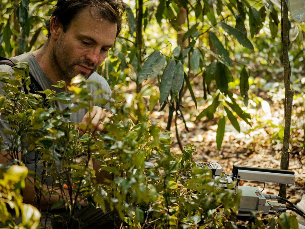 Jos Barlow é pesquisador da biodiversidade do ecossistema tropical (Foto: Adam Renan/ECOFOR)