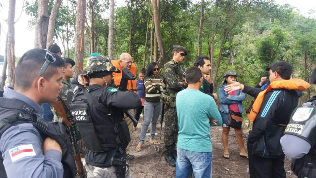Operação da força policial no rio Marmelos em busca do paradeiro de Aldelena dos Santos  (Foto: 4°.BPM/Humaitá)