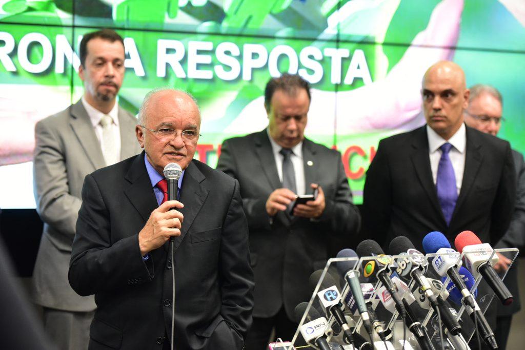 O governador do Amazonas, José Melo, anunciou um conjunto de medidas ao lado do ministro da Justiça, Alexandre Moraes (Foto:Bruno Zanardo/Secom)