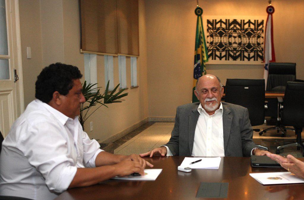 Audiência do governador Simão Jatene com o deputado federal Nilson Pinto e o prefeito de Igarapé Miri, Ailson Amaral, o Pé de Boto (Foto: Eliseu Dias/Agência Pará)