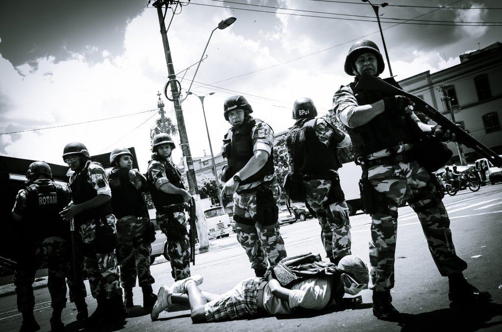 Soldados da Rotam durante repressão de manifestantes em 2015 (Foto: MìdiaNinja)