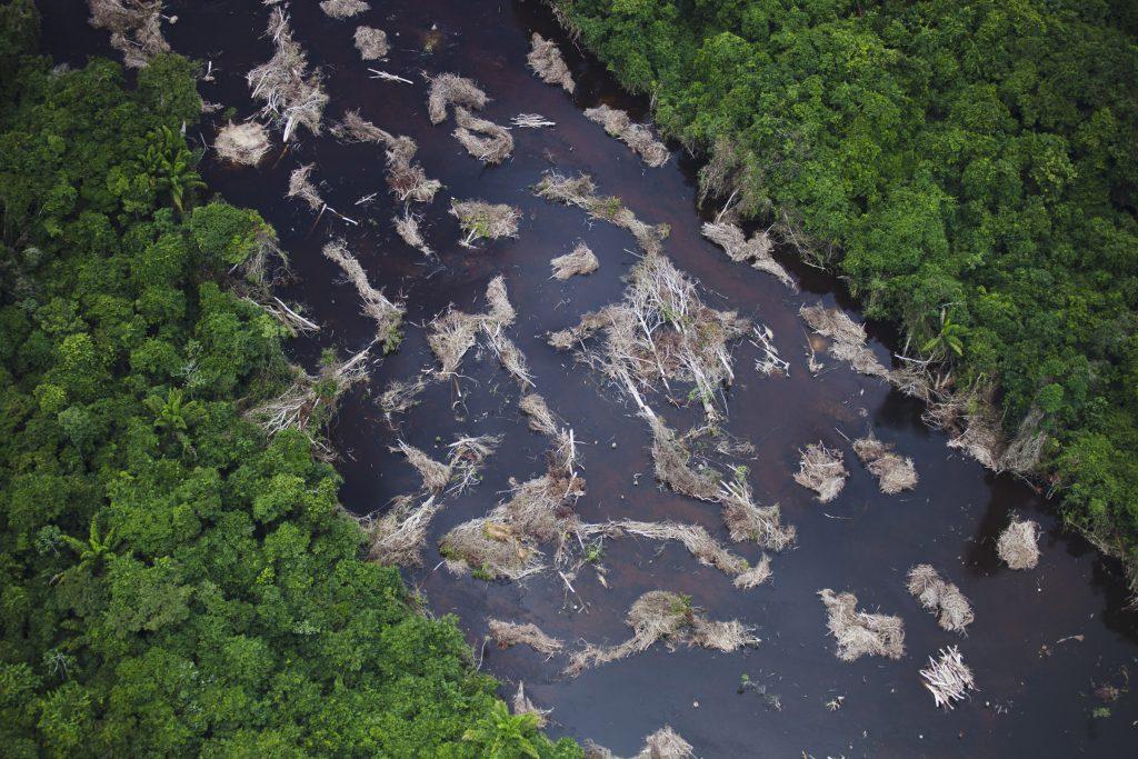 Construcão do canal da hidrelétrica de Belo Monte em Altamira, no Pará.  (Foto: Daniel Beltra/Greenpeace)