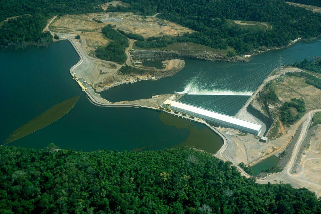 Barragens da usina de Teles Pires, em Mato Grosso (Foto: Rogério Assis/Greenpeace)