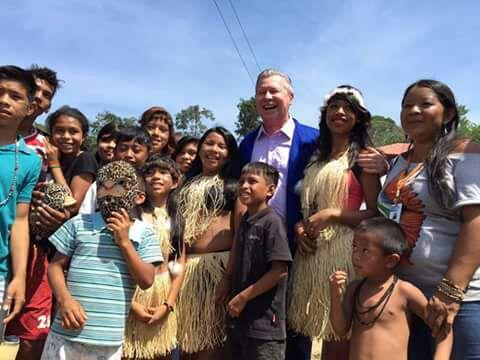 Prefeito Arthur Virgílio Neto na primeira visita em agosto de 2016 (Reprodução Facebook Parque das Tribos)