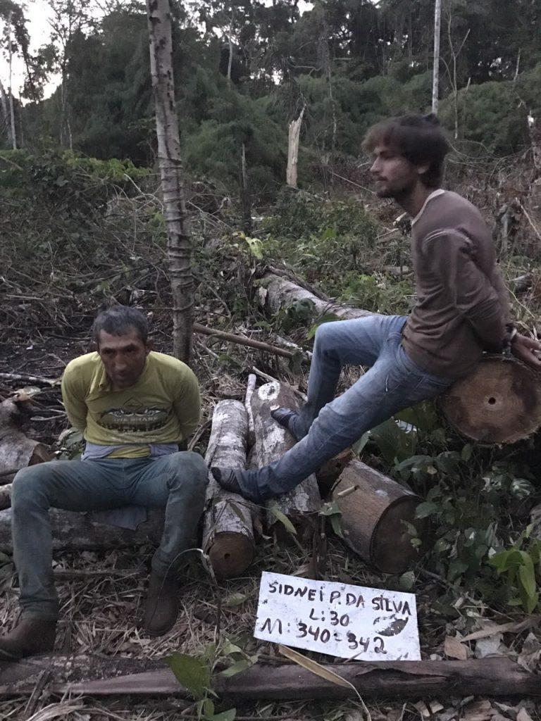 Extratores de madeira detidos pelos índios Uru-Eu (Foto: Kanindé)