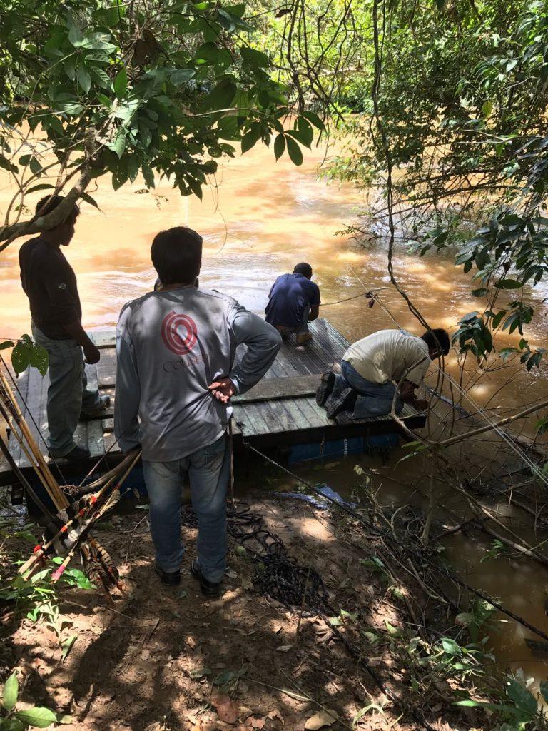 Indígenas destruíram balsa usada por grileiros (Foto: Associação Kanindé)