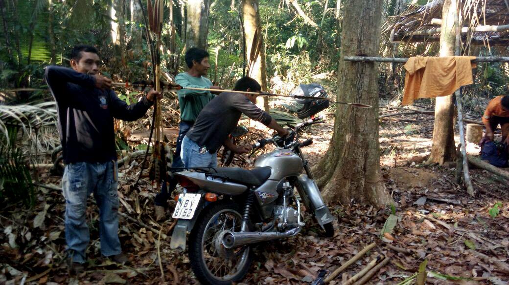 """""""Tem grileiro invadindo nossas terras"""", denunciam índios Uru-Eu-Wau-Wau, em Rondônia"""