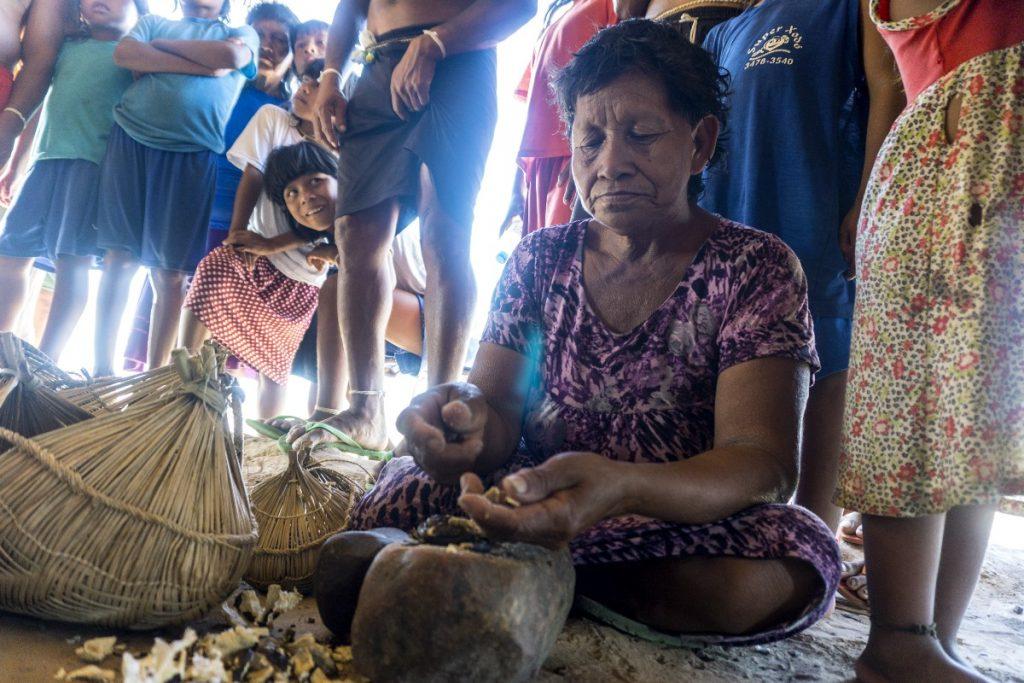 O trabalho sustentável é uma alternativa de renda na Amazônia (Foto: Rogério Assis/ISA)